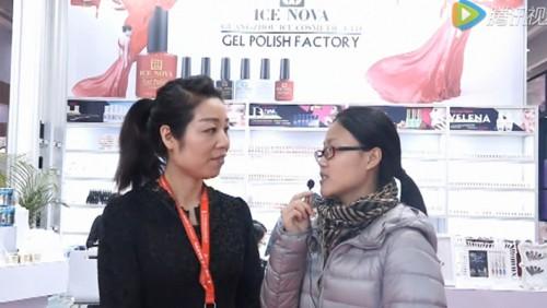 2016年广东美博会现场冰朵接受毕加展览采访